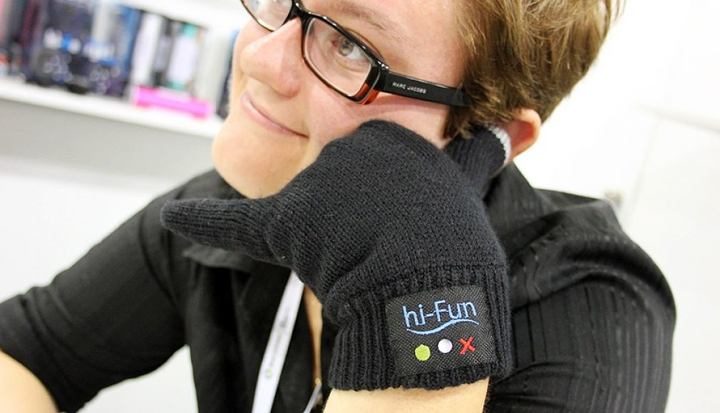 Hi-Call gloves handset is a crazy new gadget by Italian company Hi-Fun